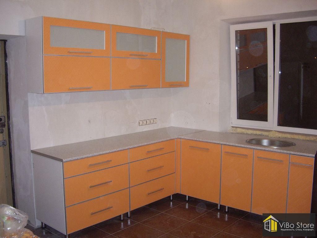 Угловая кухня пластик в алюминии 102