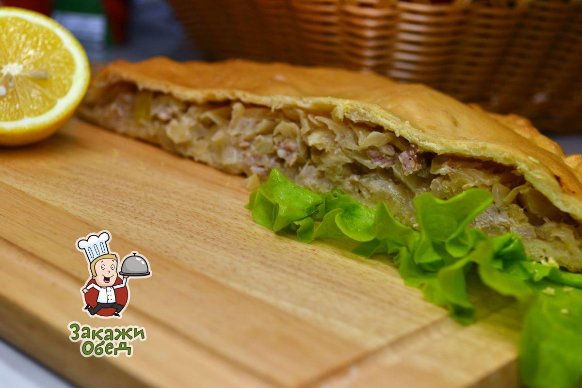 Пирог из слоеного теста с капустой, мясом (2,4 кг.)