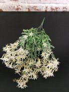 Трава с белым цветочком