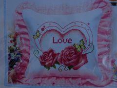"""Купить набор для вышивания крестом: наволочка для подушки """"Любящее сердце"""""""