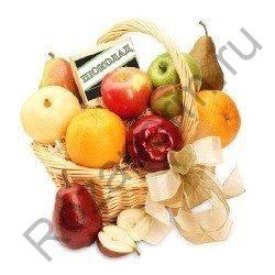Подарочная корзинка с фруктами и шоколадом