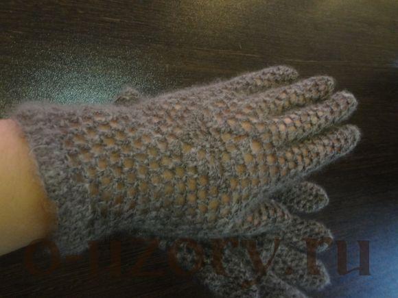 Перчатки пуховые ажурные серые