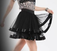 Черная юбка с атласной отделкой