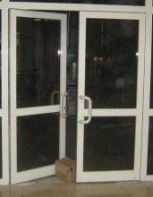 Маятниковые, распашные алюминиевые двери