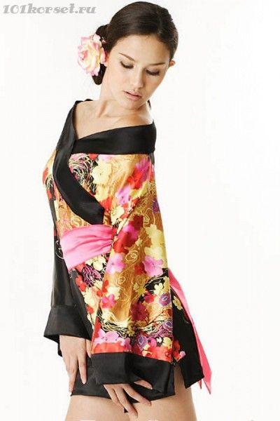 Японское кимоно с цветочным рисунком