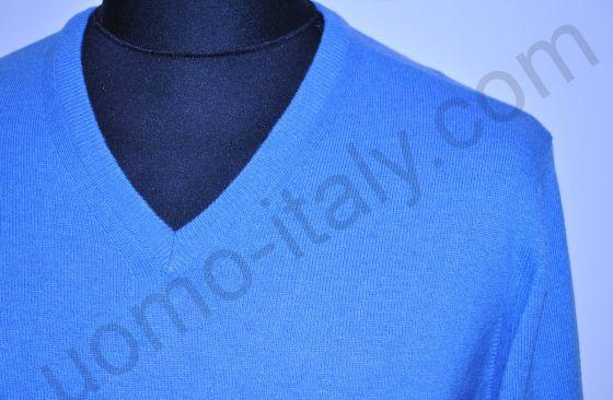 Джемпер голубой с v-образным вырезом.(последний размер 48)