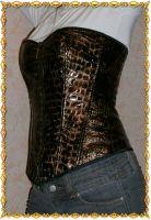 Корсет из ткани, имитирующей змеиную кожу, полочка