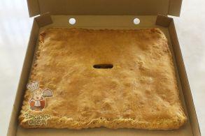 Пирог из слоеного теста с картофелем, курицей и сулугуни (2,4 кг.)