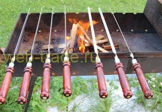 Шампур с темной деревянной ручкой