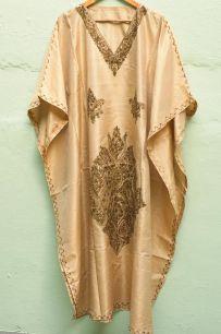 Платье из шелка песочного цвета (Москва)