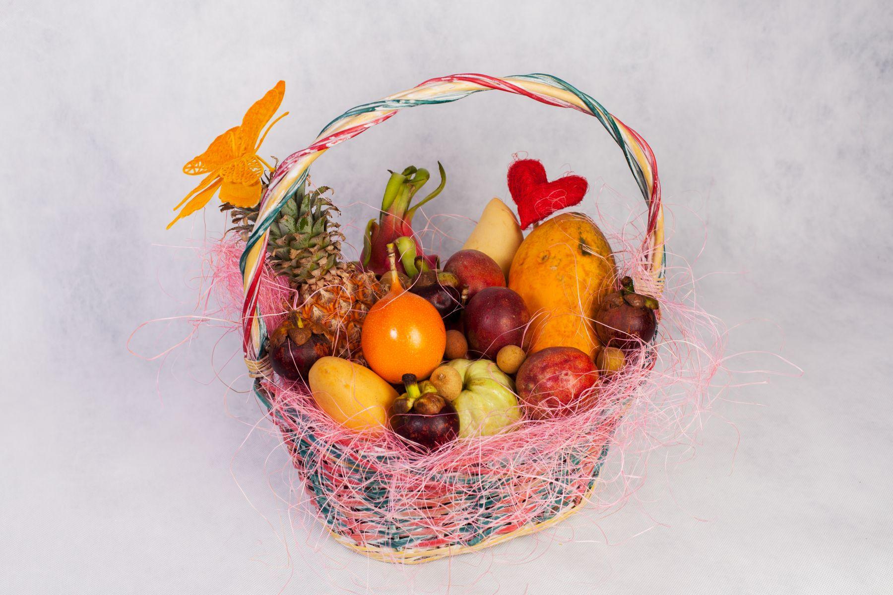 Коробка фруктов подарок 64