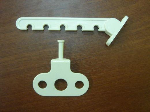 Гребенка оконная/дверная пластик/металл (фиксатор проветривания для окон и дверей)