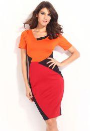 Яркое платье с геометричным принтом