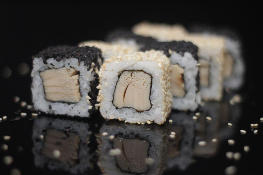 Ролл с японским омлетом