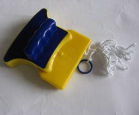 Магнитная щетка для двухстороннего мытья стекол Zutz