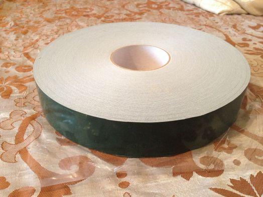 Двухсторонний скотч на вспененной основе, толщина 1 мм, ширина 45 мм х 50 м