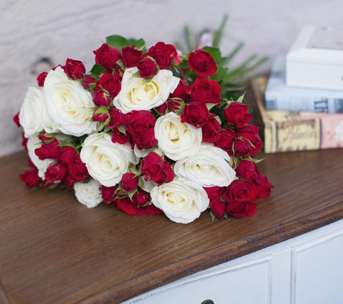 21 роз Pupor и кустовых роз Red