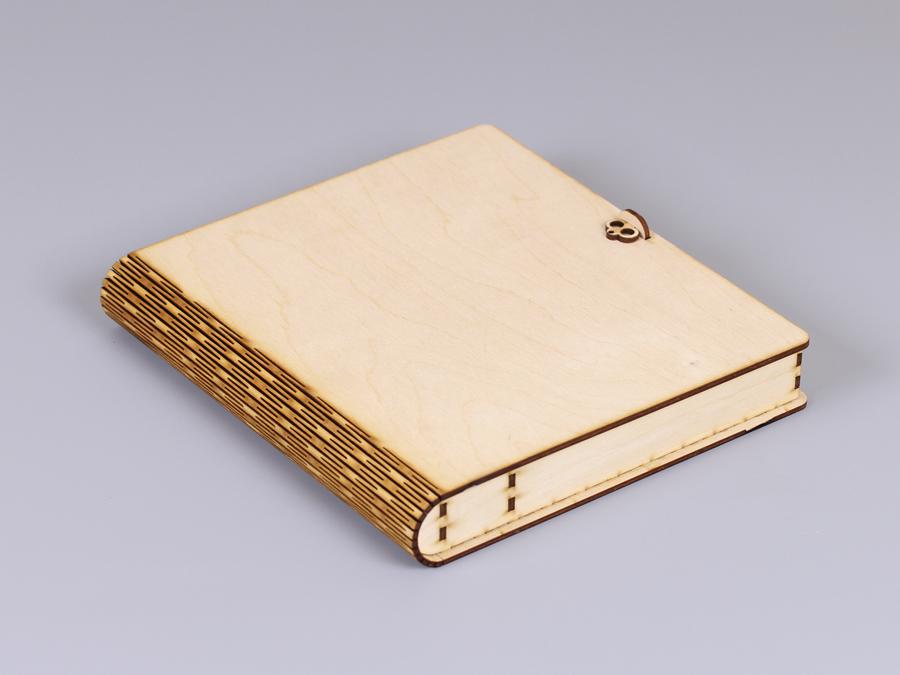 Коробка из дерева в виде книжки