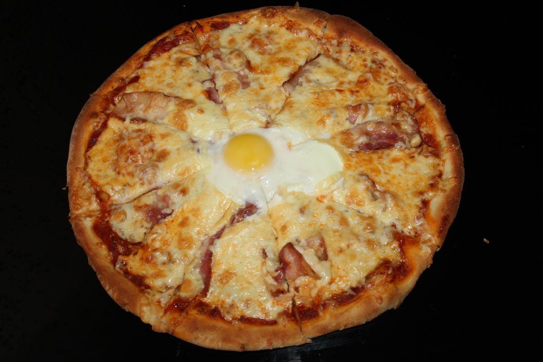 Пицца с беконом и яйцом (600 гр.)