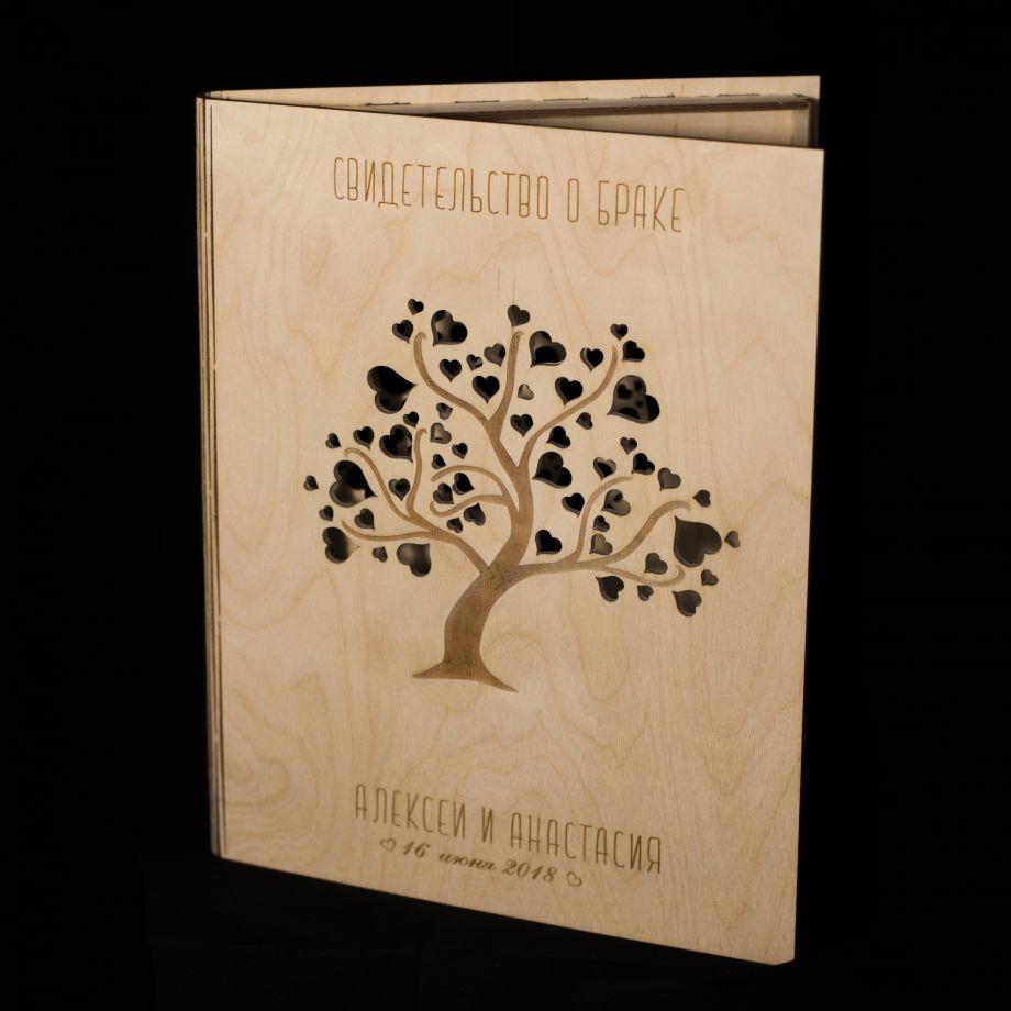 Папка для свидетельства о браке из дерева