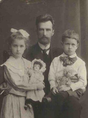 Лена Кабалевская, Борис Клавдиевич Кабалевский, Митя Кабалевский. Санкт-Петербург. (1911 г.)
