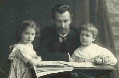 Борис Клавдиевич Кабалевский, Лена Кабалевская, Митя Кабалевский. Санкт-Петербург (1909 г.)