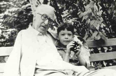 Д.Б. Кабалевский с внуком Олегом (1983 г.)