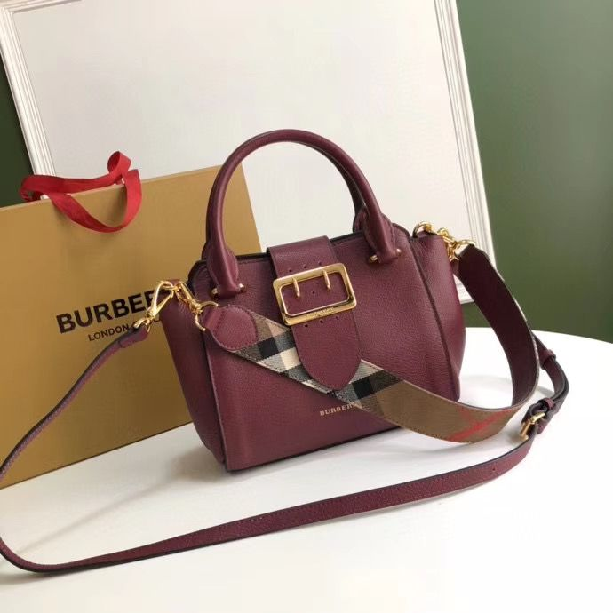 Сумка Burberry The Buckle