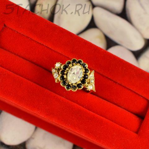 Кольцо с белым камнем (США)