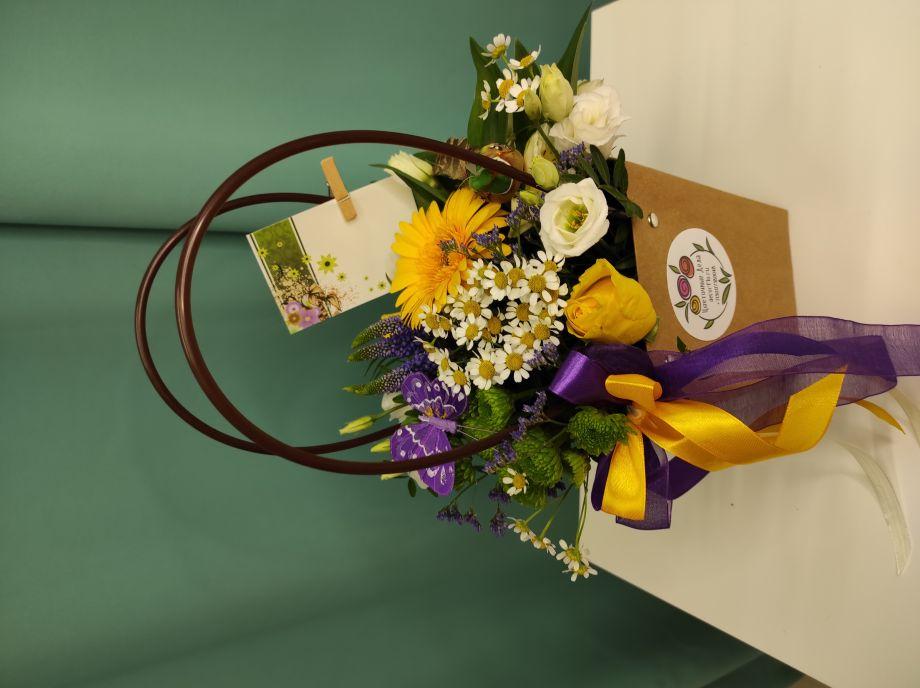 Яркая сумочка с цветами