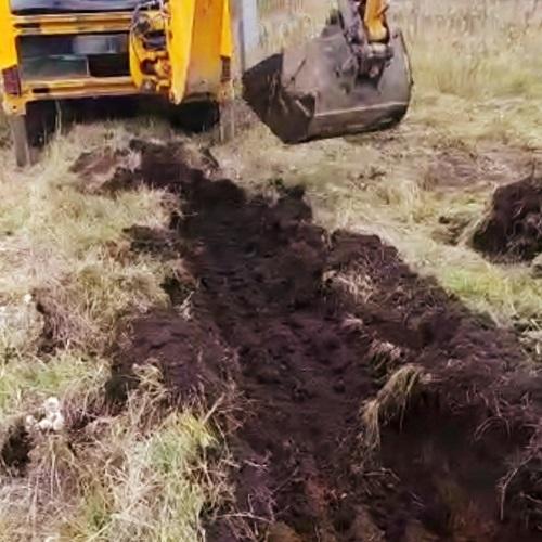 Рытье траншеи под дренаж в г. Ревде Свердловской области в октябре 2020 года.