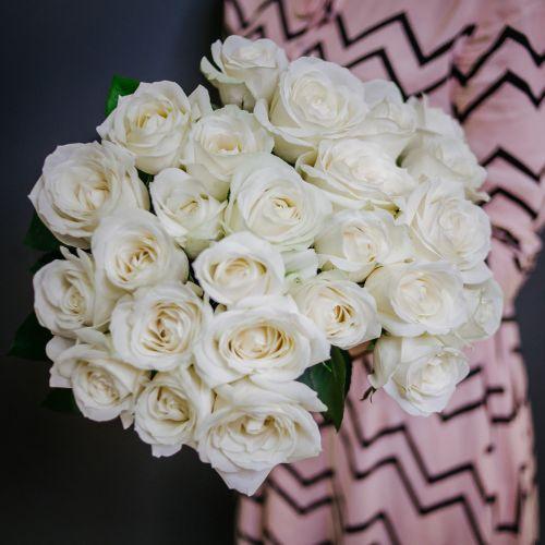 Букет цветов из 25 белых роз