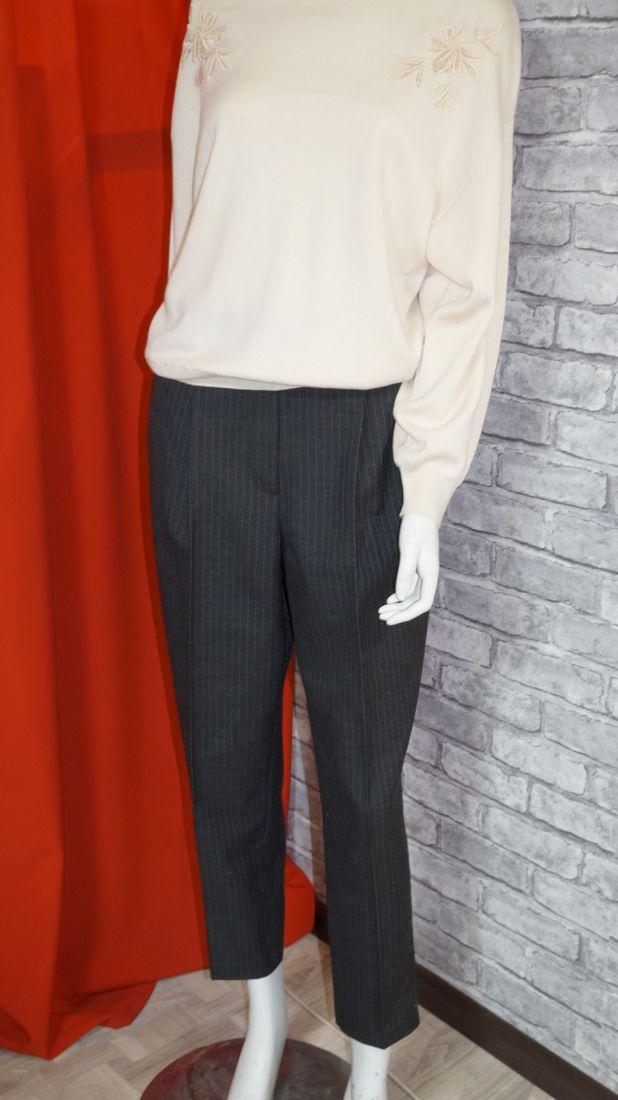Укороченные зауженные брюки