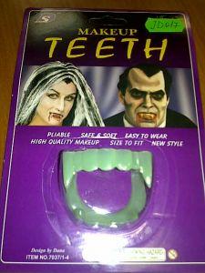 Зубы Дракулы (светятся в темноте)