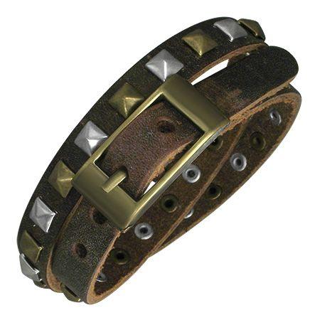 Кожаный браслет вокруг руки