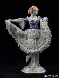 Танцовщица в платье с сиреневым лифом, кружевница, E & A Muller, Германия, АртДеко, до 1927 г