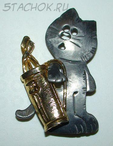 """Брошь """"Кот играет в гольф"""" под олово и золото"""