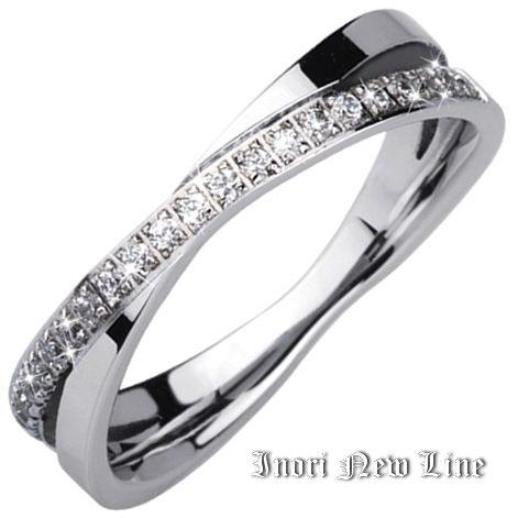 Женское кольцо с белыми цирконами