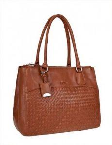 Коричневая плетеная сумка