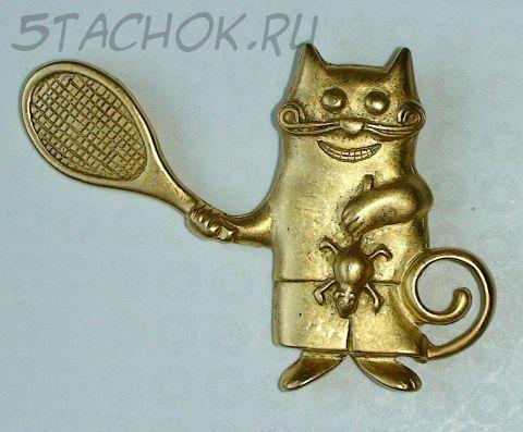 """Брошь """"Кот играет в теннис мышкой"""" под матовое золото"""