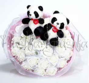 Букет из игрушек с розами и Пандами