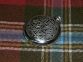 Фляга из британского пьютера- Кельтский Круг Бесконечности