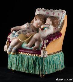 "Ваза ""Дети, спящие на кресле"", Франция, 19 в"