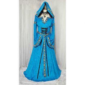 Голубое длинное платье с капюшоном