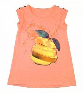 Кофточка оранжевого цвета, с красным рисунком в виде яблока