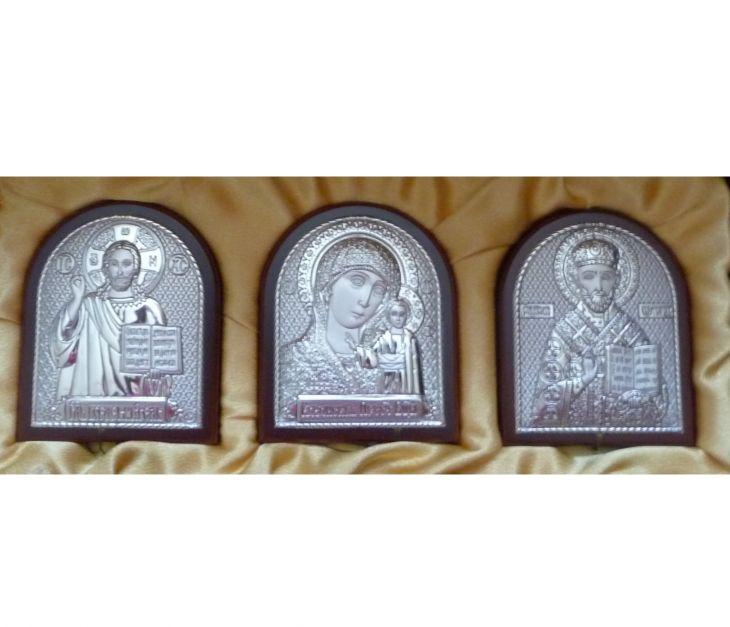 Небольшой подарочный набор из трех икон 7*8.5см. (триптих, Россия) в VIP-упаковке в красном дереве