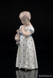 Девочка с куклой, Royal Copenhagen, Дания, 1969 год