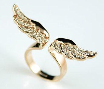 """Стильное позолоченное кольцо """"Крылья ангела"""" с кристаллами Сваровски"""