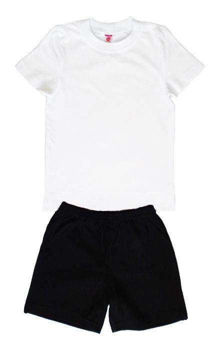Белая майка и черные шорты