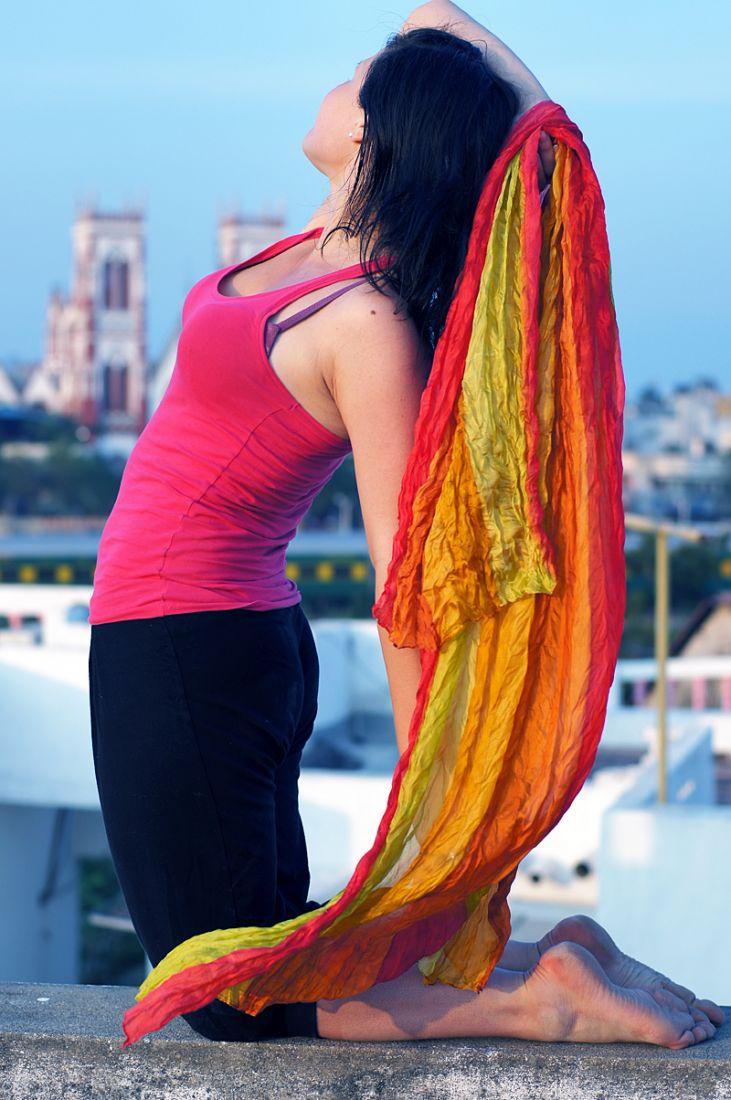 Малиново-лимонный шёлковый шарф (отправка из Индии)